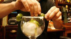Sí puedes tomarte un gin-tonic estando de baja
