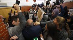 Decenas de jóvenes revientan un acto de Felipe González en la universidad