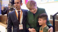 Un niño afgano da las gracias a Angela Merkel por su política de refugiados