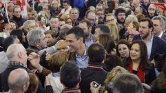Pedro Sánchez, aclamado por militantes socialistas.