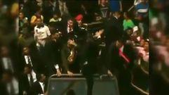 Nicolás Maduro es atacado con objetos y abucheado tras un desfile militar en Venezuela