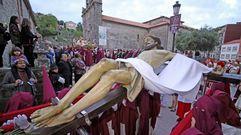 Así fue la salida del Santo Enterro en Boiro