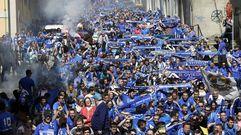 Los aficionados del Real Oviedo tiñen Lugo de azul