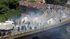 Violentos enfrentamientos entre grupos de la oposición venezolana y las fuerzas de seguridad