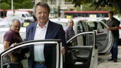«Cobrando viajes de 15 euros a 7 están hundiendo el sector»