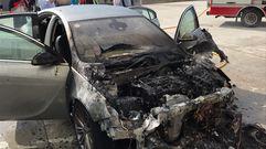 Revuelo en Muxía al arder un coche con virulencia