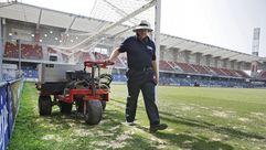 Trabajos de mejora del césped del estadio de Pasarón en Pontevedra