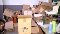 La imagen de la dejadez de la administración: material nuevo escolar abandonado durante 18 años