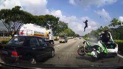 Dos motoristas saltan por los aires tras un brutal impacto en la autopista