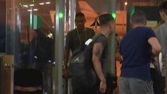 Neymar se marcha de Barcelona tras visitar a sus excompañeros
