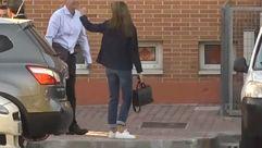 El estilo «casual» de la reina Letizia al llevar a sus hijas en su primer día de colegio