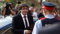 Puigdemont llega al Parlament