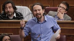 Iglesias a Rajoy: «Usted cobró sobresueldos, esta vergüenza no la tapa ninguna bandera»