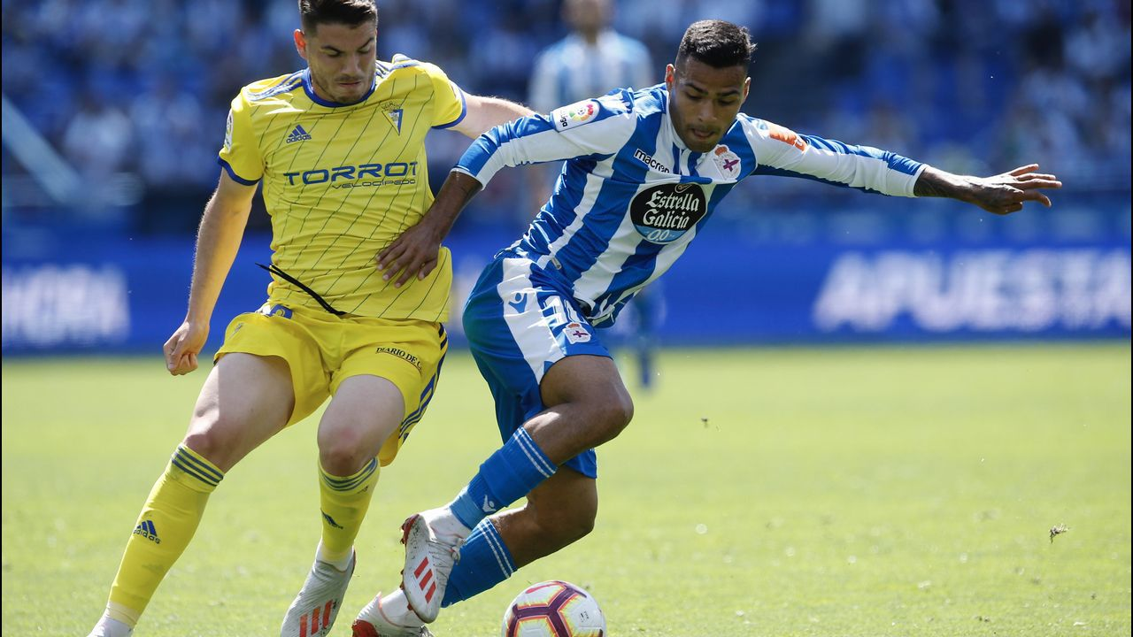 Deportivo - Cádiz, en imágenes.Los jugadores del Oviedo tras la derrota ante el Almería