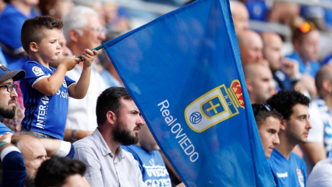 Aficion Real Oviedo Carlos Tartiere.Las futbolista azules celebran uno de los goles conseguidos ante el Victoria CF