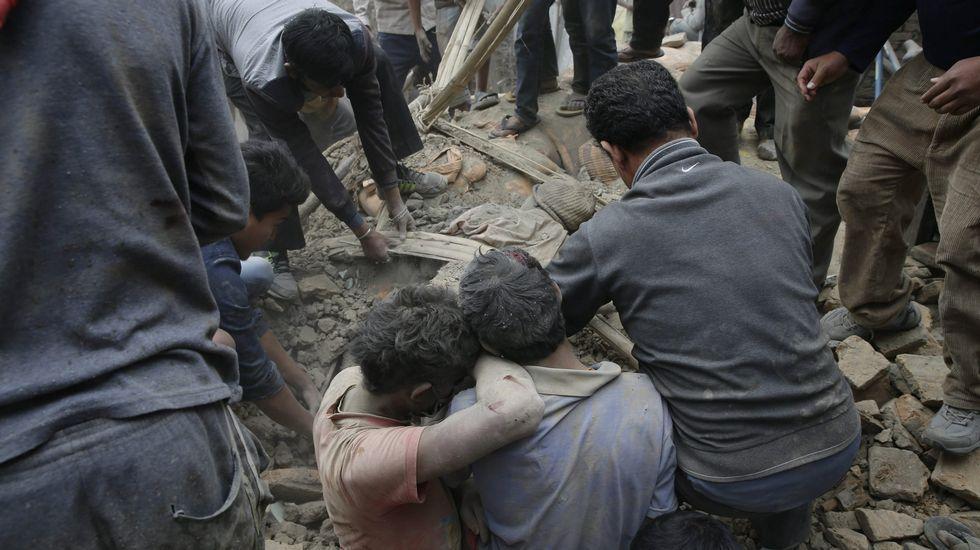 Nepal sufrió un seísmo de magnitud 7,5 en la escala de Richter que ha dejado daños importantes en Katmandú