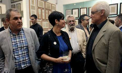 A gañadora, María Reimóndez, no centro, flanqueada por Ramón Nicolás e Víctor Freixanes.<span lang= es-es > </span>