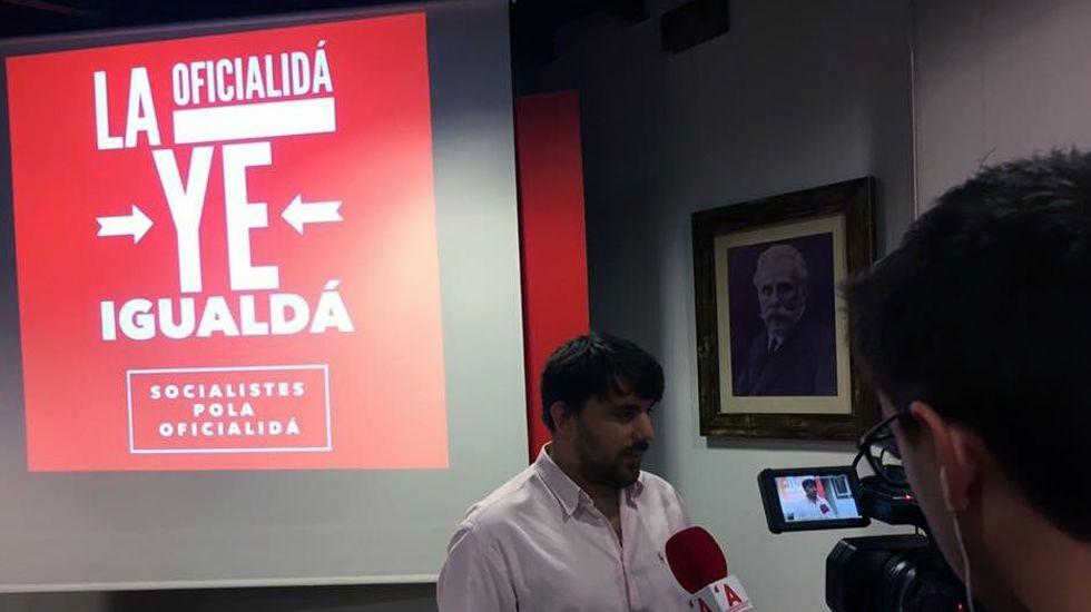 Dimisión de Adrián Barbón, alcalde de Laviana.Presentación de la enmienda de militantes socialistas por el asturiano