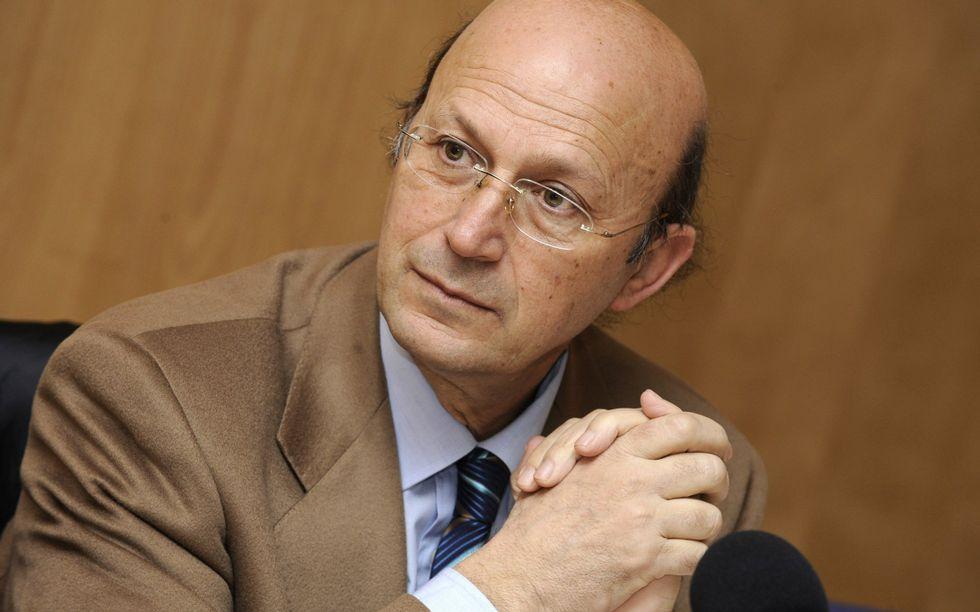 Ponte Far es el autor del prólogo y la selección de poemas.