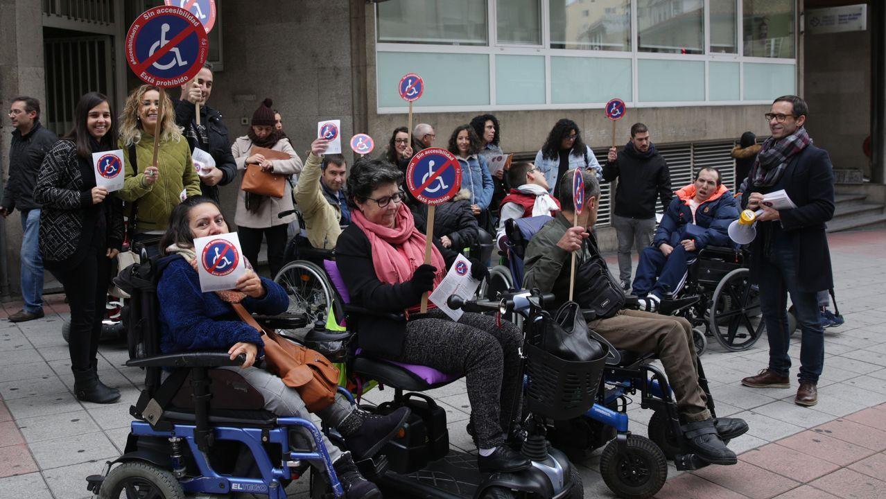 25N.En Ourense los escolares participaron en una actividad de concienciación contra la violencia machista
