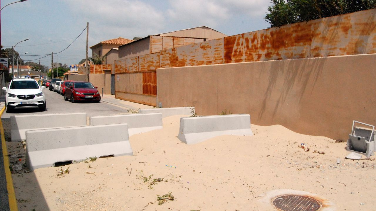 Los accesos a las playas se cerraron al tráfico rodado para evitar que los coches carguen alijos