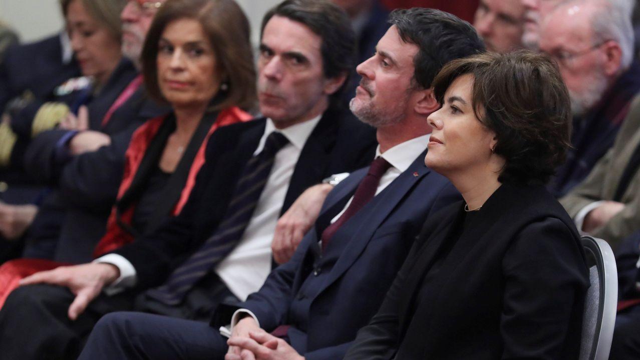 Miles de personas reclaman en Barcelona «seny» y un nuevo Govern.Manuel Valls, en un acto este abril en Barcelona