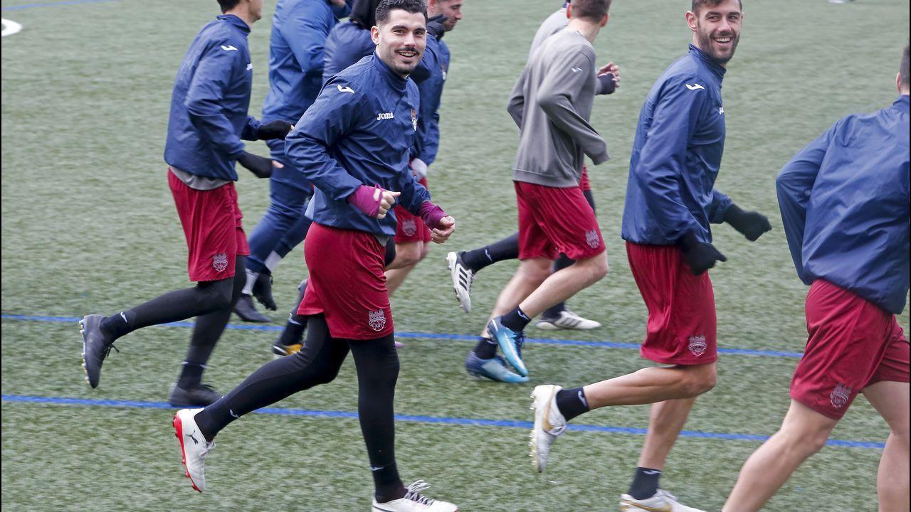 Forlín, Carlos y Javi Hernández durante el Oviedo-Mallorca