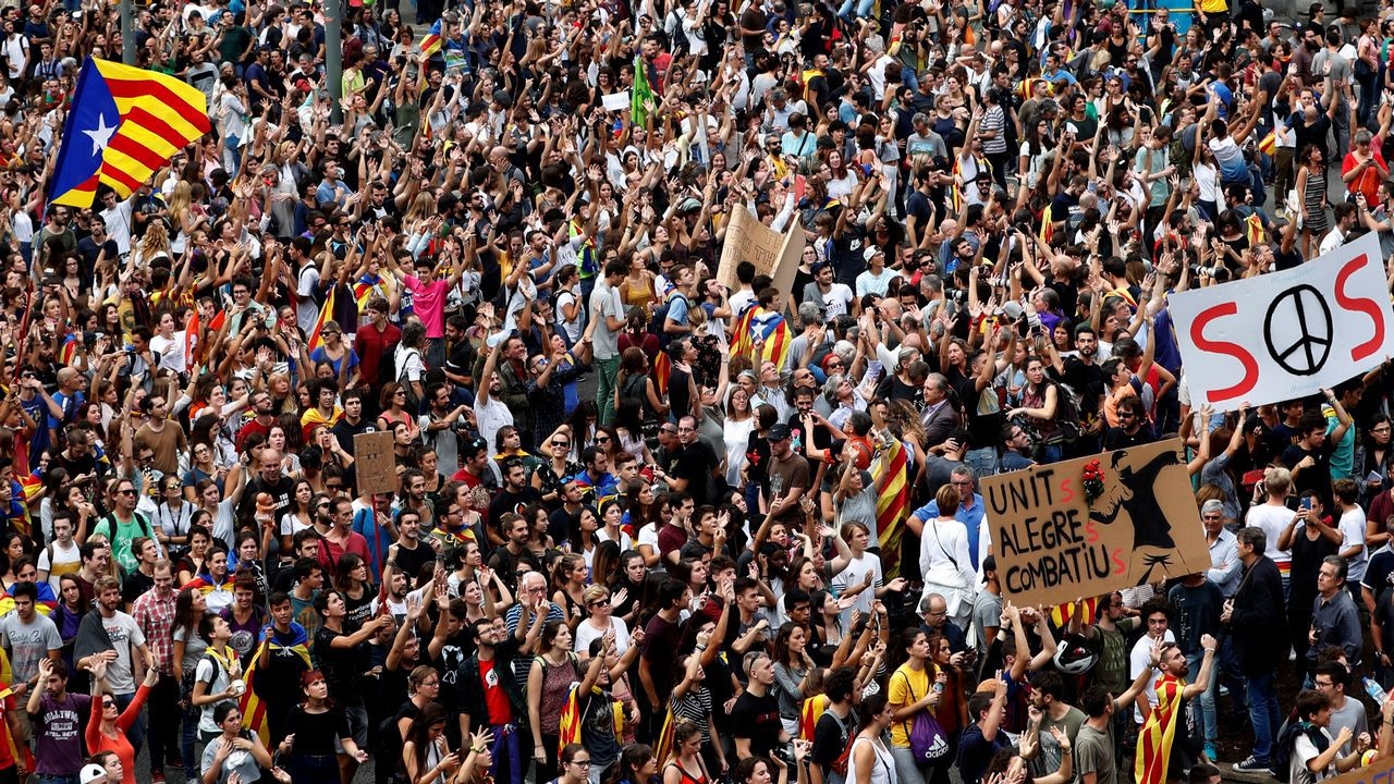 Bomberos de Barcelona se han sumado a las protestas.