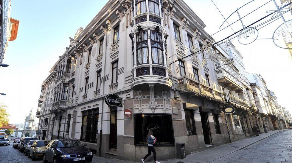Centro de la ciudad. Los edificios modernistas despiertan interés entre los visitantes.