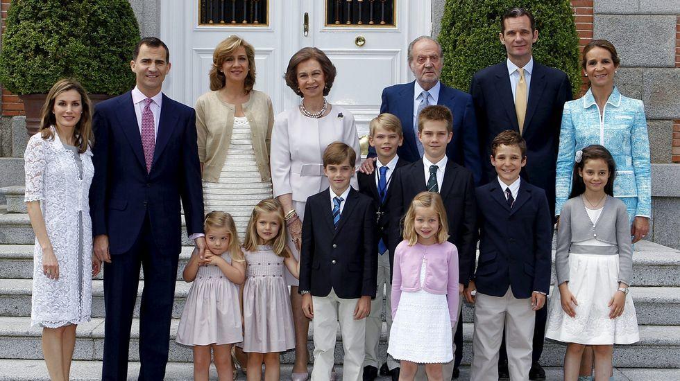 .Foto de familia en mayo del 2011 durante la comunión de uno de los hijos de la infanta Cristina.
