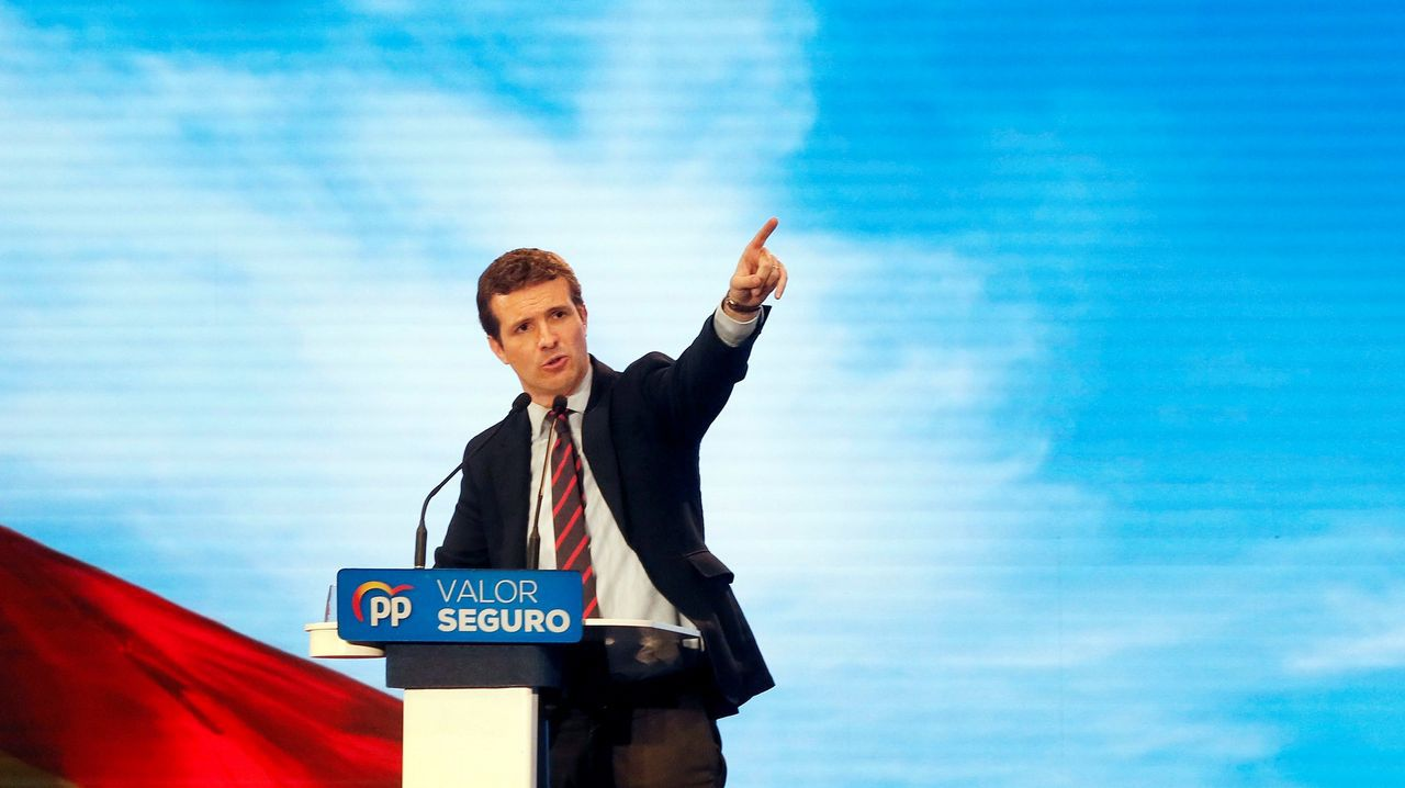 Pablo Casado: «Mi adversario es Pedro Sánchez, a los partidos que están dentro de la Constitución les tengo mucho respeto».Pablo Casado, en el acto político del PP en Alicante