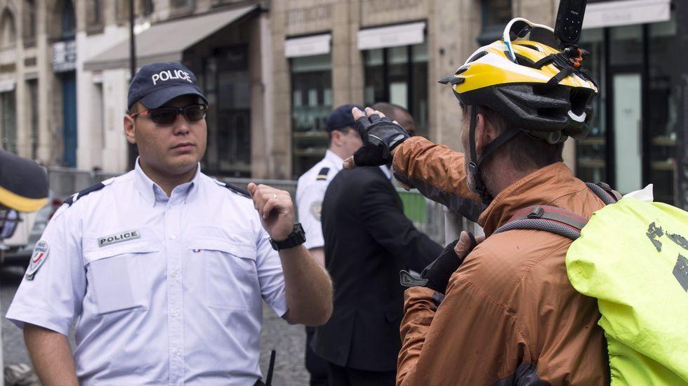 .Control policial en París por el final del Tour