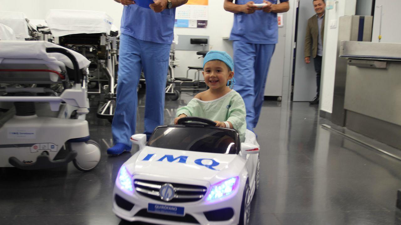 Al quirófano, mejor en un coche de juguete