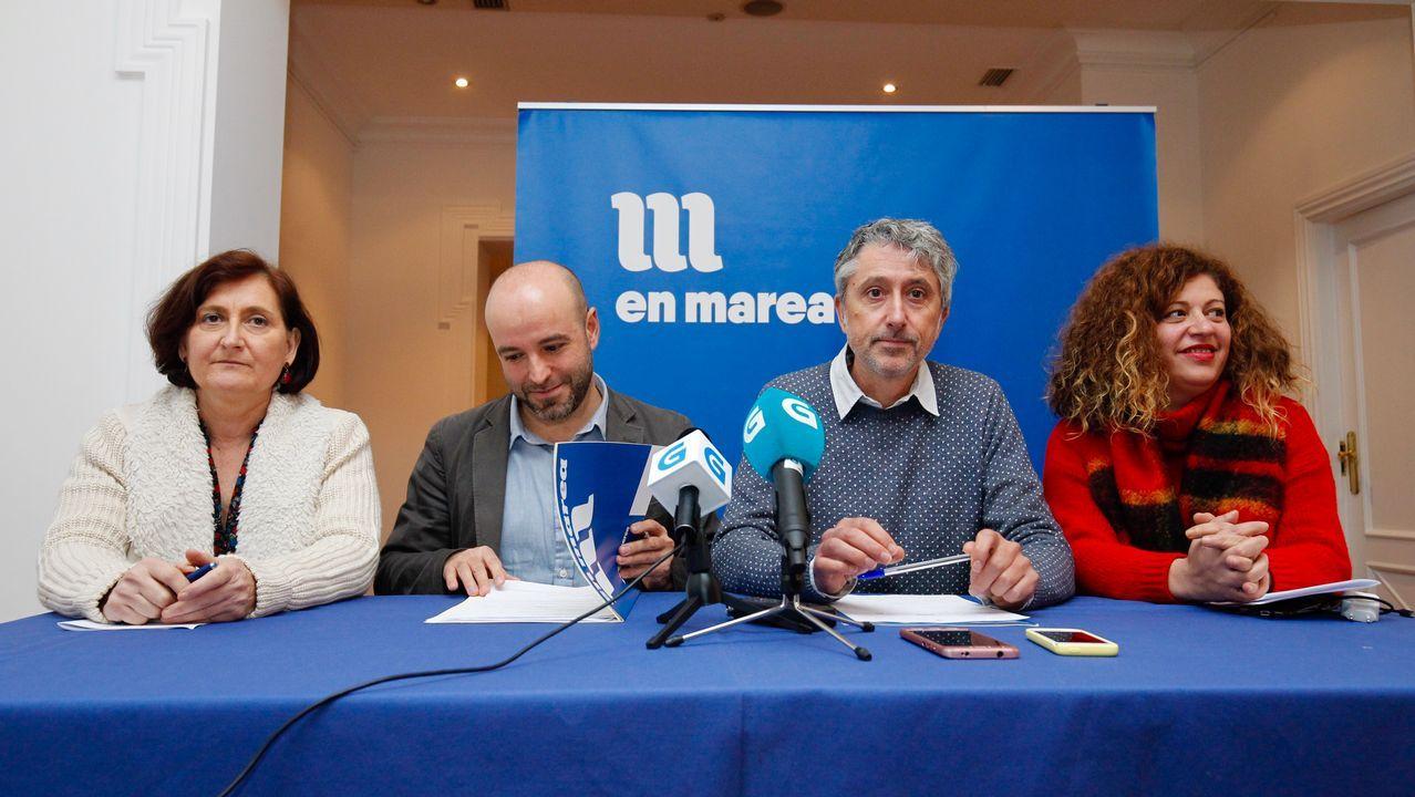 La dirección de En Marea releva a la empresa que custodiaba el censo electoral.Foto de archivo de la reunión de la candidatura Entre todas en Santiago