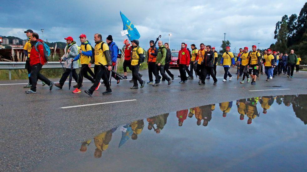 Las imágenes de la visita a España de Xi Jinping y su esposa. Decenas de trabajadores de Alcoa Avilés y subcontratas participan en la marcha entre Avilés y Oviedo, vestidos con camisetas amarillas
