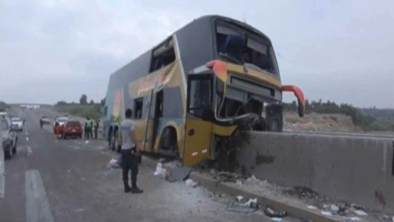 Al menos ocho muertos en un terrible accidente de autobús en Perú.Luciana García, hija del expresidente Alan García, leyó la misiva que dejó su padre antes de suicidarse
