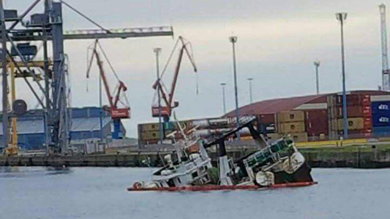 Barco portugués hundido en El Musel