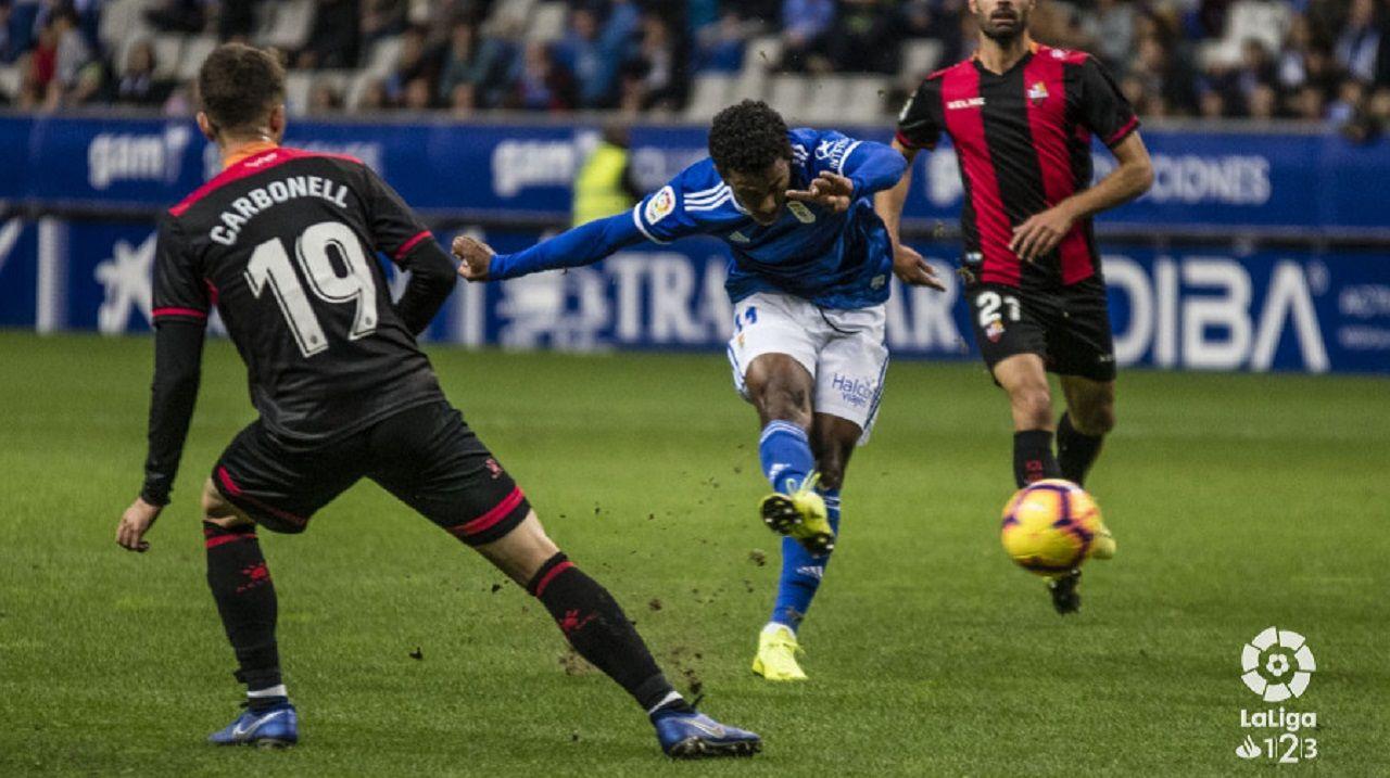 Yoel Barcenas Real Oviedo Reus Carlos Tartiere.Yoel Bárcenas dispara a portería en la primera mitad