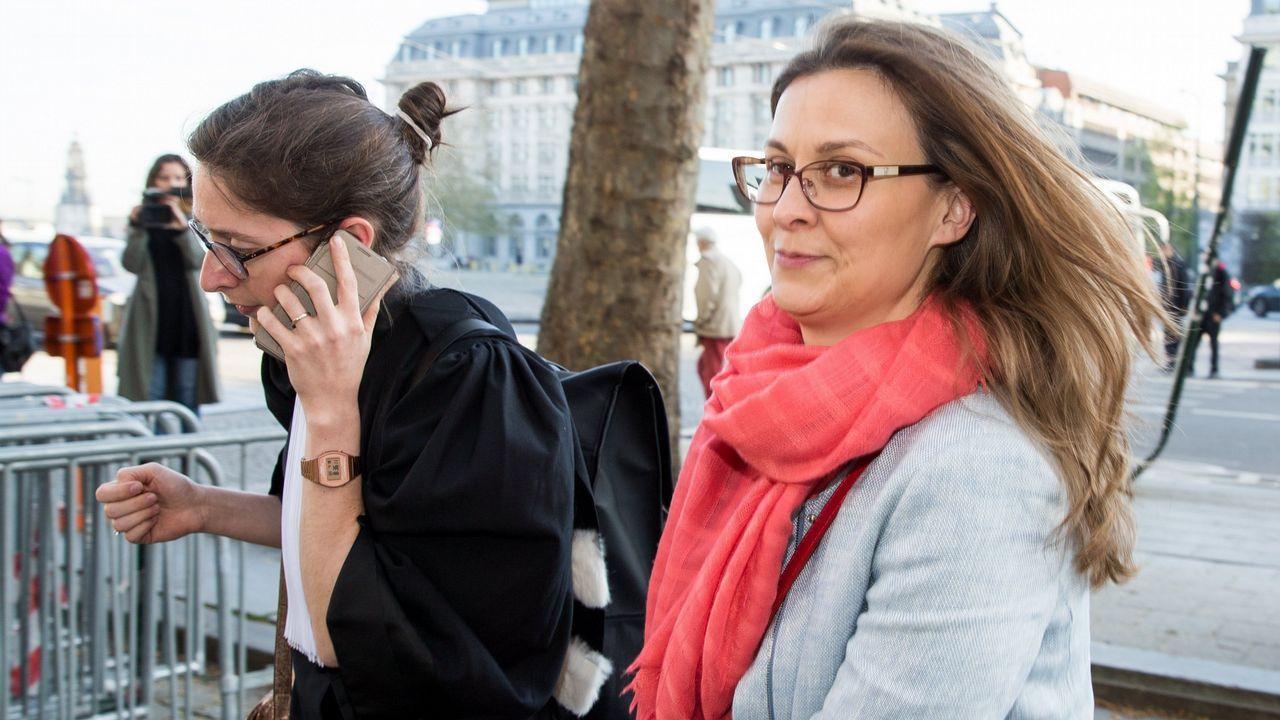 La exconsejera catalana de Agricultura Meritxell Serret llega al tribunal de primera instancia de Bruselas, donde se celebra una audiencia sobre la euroorden de España contra ella