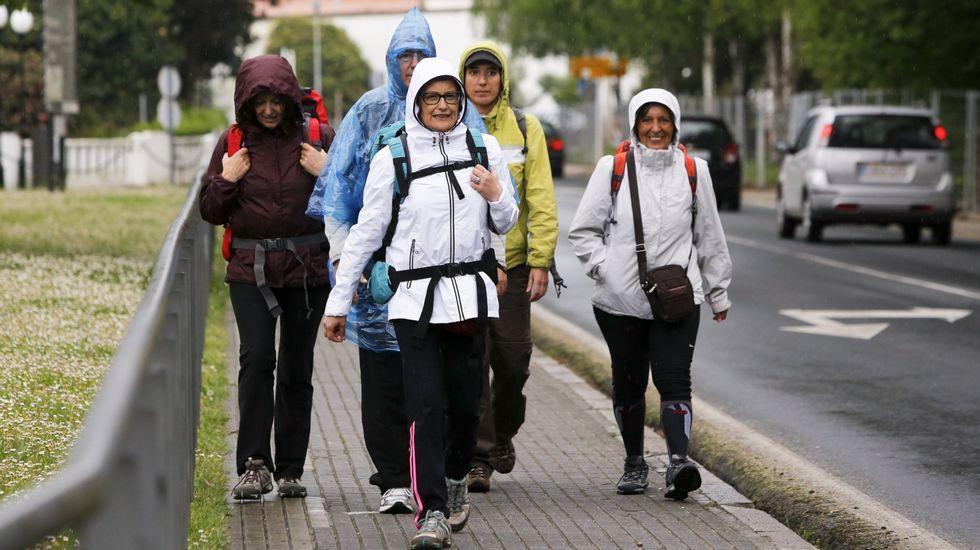 Un grupo de peregrinas iniciando en Ferrol el Camino Inglés