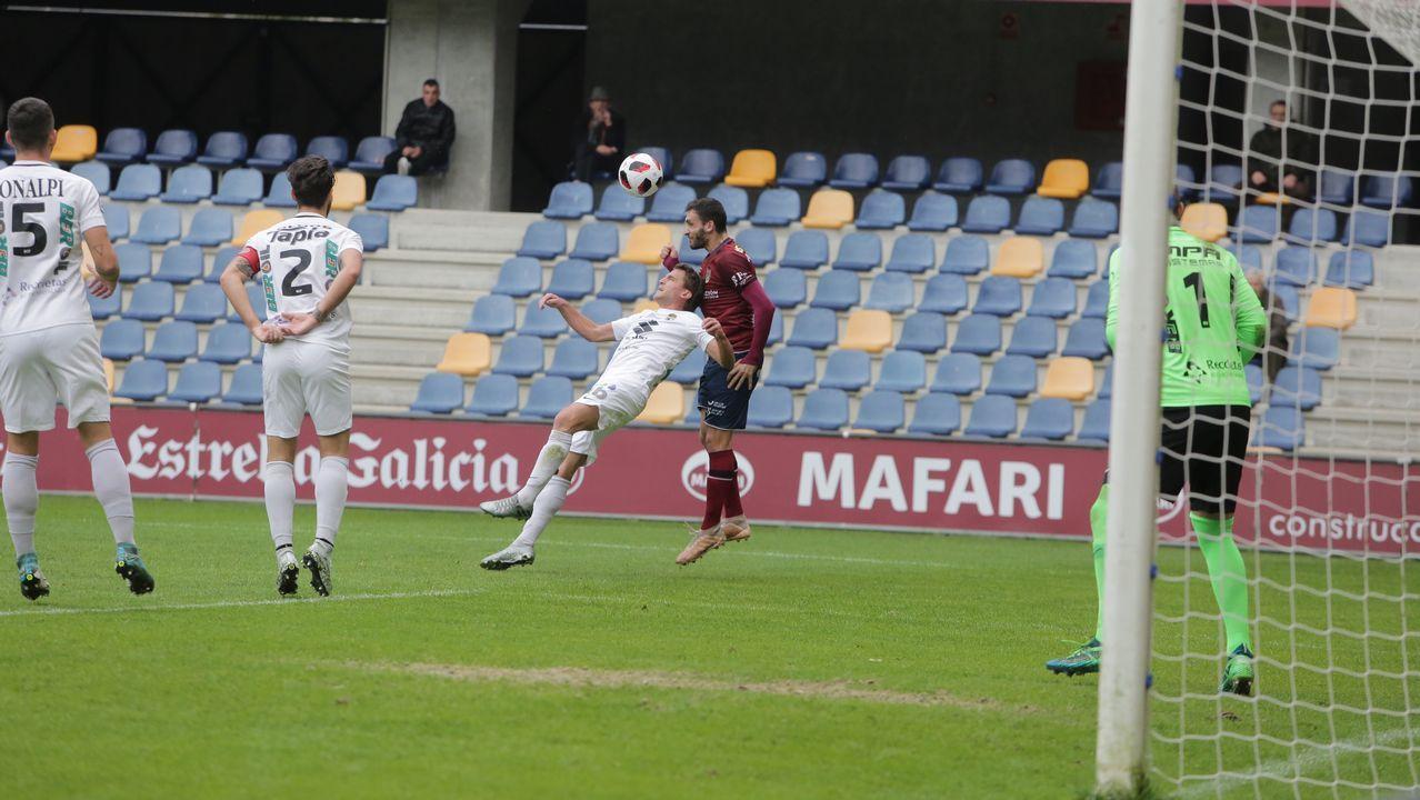 Javier Benavides Vetusta Leioa.Steven y Toché se lamentan en un partido del Vetusta y del Real Oviedo, respectivamente