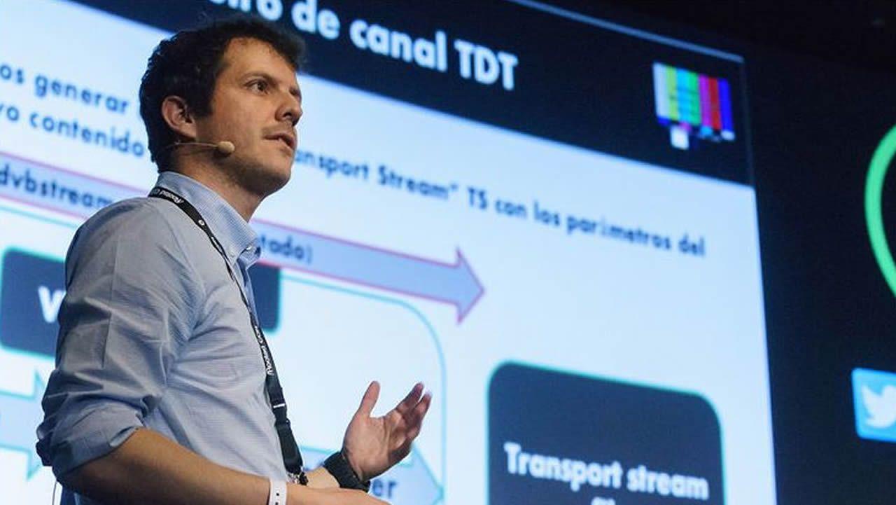 «No pago por aparcar: lo dejo en la acera».Pedro Cabrera ofrece servicios y productos para mejorar la seguridad en redes tan importantes como las wifi o los teléfonos