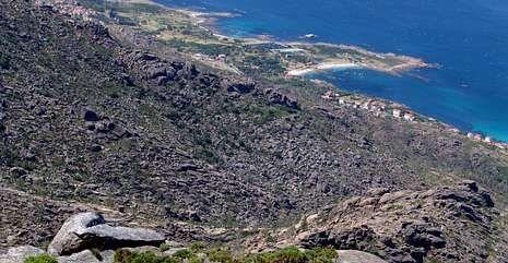 Vista actual de la ladera del promontorio carnotano desde el alto denominado Cova Xoana.