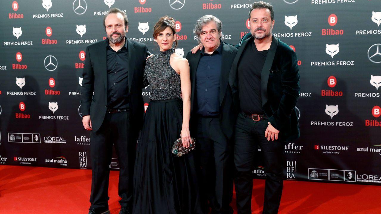 El equipo de la serie  Vergüenza  posa a su llegada a la sexta edición de los Premios Feroz 201