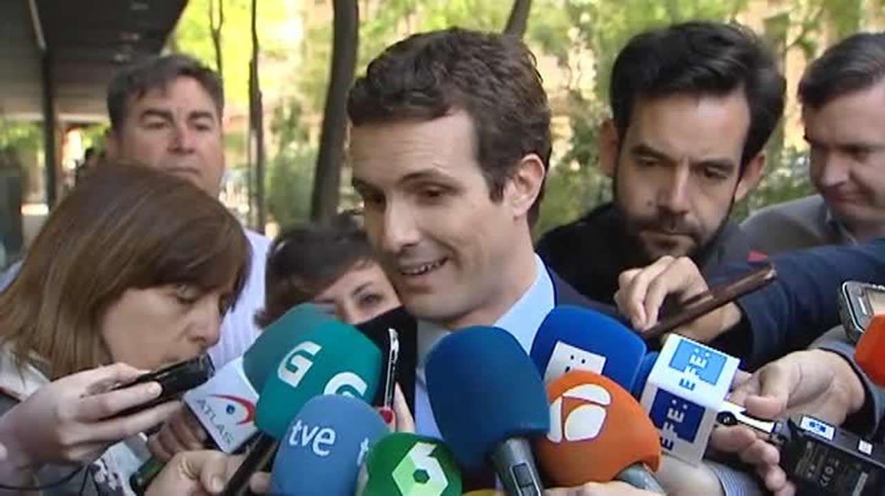 La jueza del caso Cifuentes investiga también el máster de Pablo Casado.El vicepresidente segundo de la Junta General, José Agustín Cuervas-Mons, cumple con la tradición del bollo preñao del Martes de Campo en Oviedo