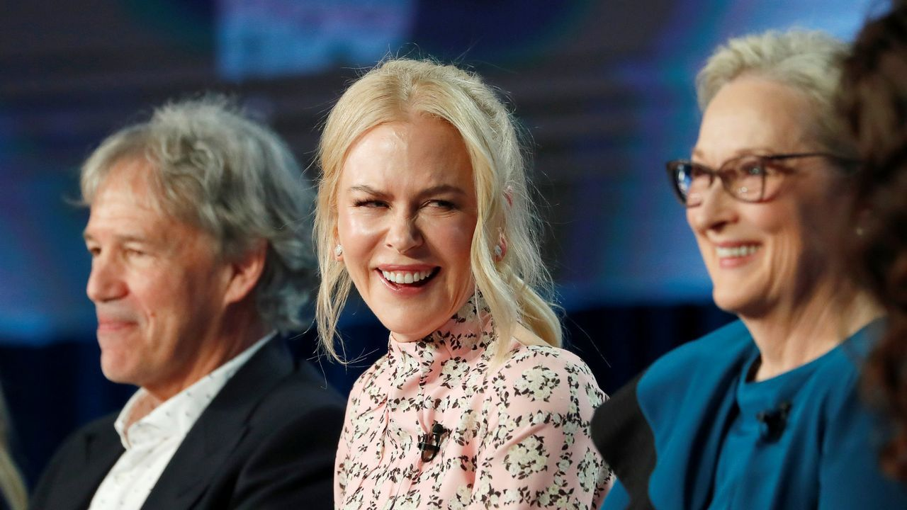 Nicole Kidman, entre David E. Kelley y Meryl Streep, con quienes trabaja en «Big Little Lies»