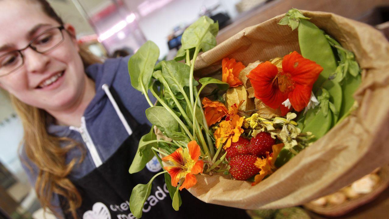 En É con til se pueden encontrar flores de capuchina, tajete, ajo silvestre, col y rúcula para comer en ensaladas