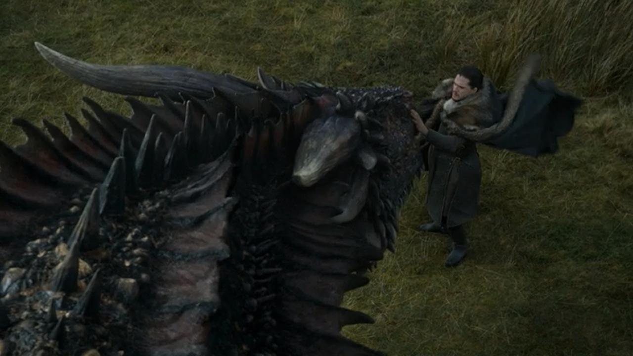 Jon Nieve acaricia a Drogon en el episodio 7x05 de Juego de Tronos