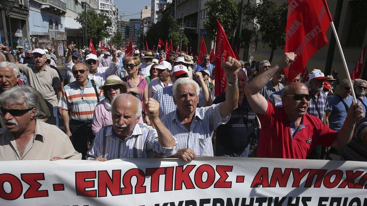 .Pensionistas griegos durante una manifestación contra los recortes de sus ingresos y sus seguros médicos