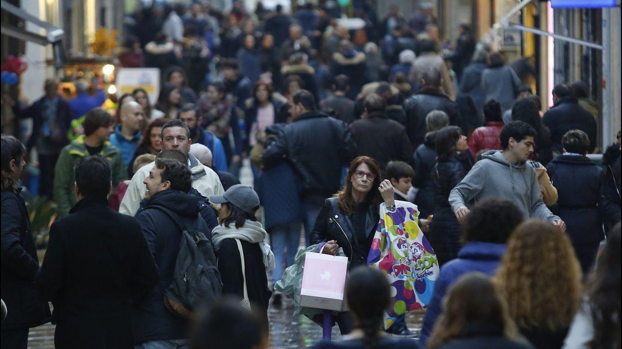 Compras en la Calle Real, en A Coruña
